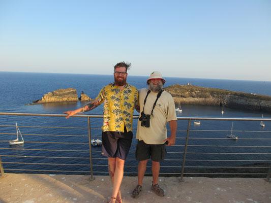 Vincente führt uns über die Insel und singt uns ein Lied über Bärte