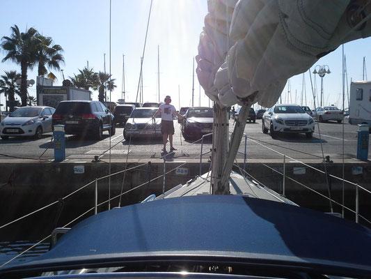Ablegen aus Benalmadena, Smut Simon begleitet uns bis Gibraltar