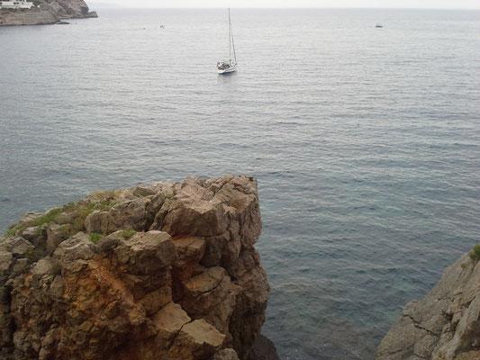 und das nächste Ankern, näher am Ufer und weniger Betrieb in der Bucht
