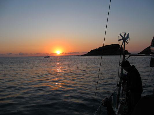 Sonnenaufgang an der Boje