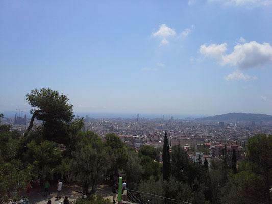 Blick auf Barcelona, links die Sagrada Familia