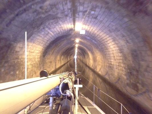 Tunnelfahrt, durchaus bischen seltsam auch
