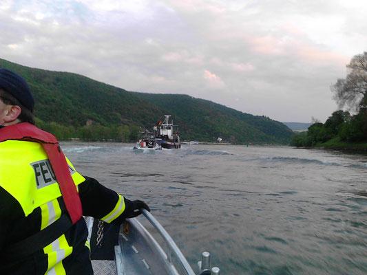 der Schlepper Rheinland zieht uns schliesslich von der Krippe und in einem wahnsinnigen Tempo den Rhein hoch