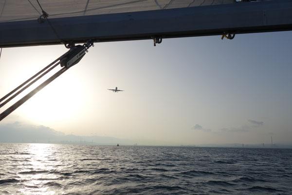 segeln direkt vor de Landebahn