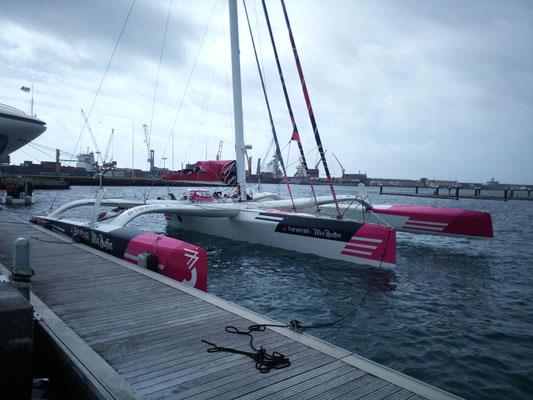 Regatta-Trimaran auf dem Weg von Frankreich in die Karibik