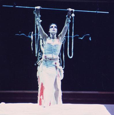 EL BALCÓN - Jean Genet - [Dir: Yolanda Monreal - Feb: 2002] Vestuario