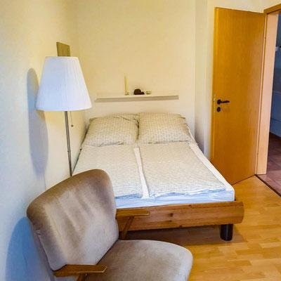 Hier bieten wir unsere voll-möblierte Monteurwohnung zur Miete an