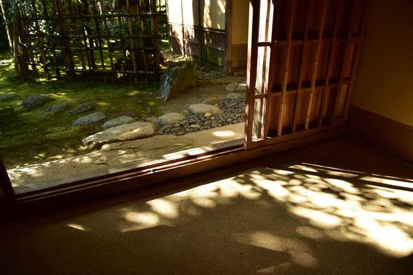 竹製の玄関(普段は、板戸で閉じられています)