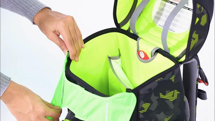Beispiel, wie ein Pull Over am Schulrucksack befestigt wird