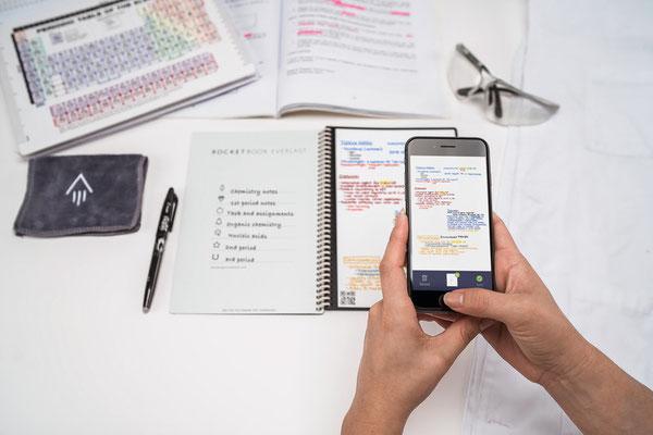 mit der ROCKETBOOK App einlesen am Natel