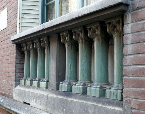 Maison du Commissaire Philippe, vers 1900. Vitraux, très joli balcon en mauvais état