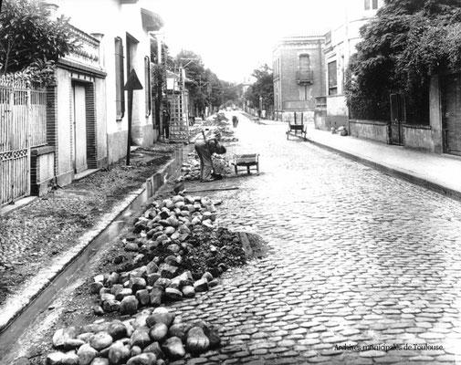 rue des Chalets, près du carrefour de la rue de la Balance (à D)