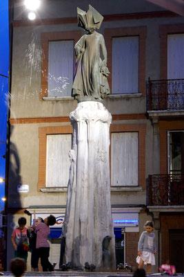 """Un """"pistolet"""" qui tire aussi haut que la statue !"""