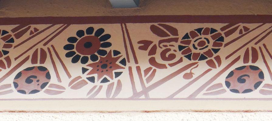 8, rue de la Balance, rare frise peinte en bon état