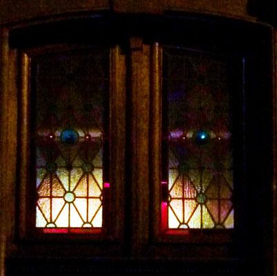 Rue Saint-Hilaire. Remarquez le rôle des cives bleues dans cette faible lumière (22 heures)