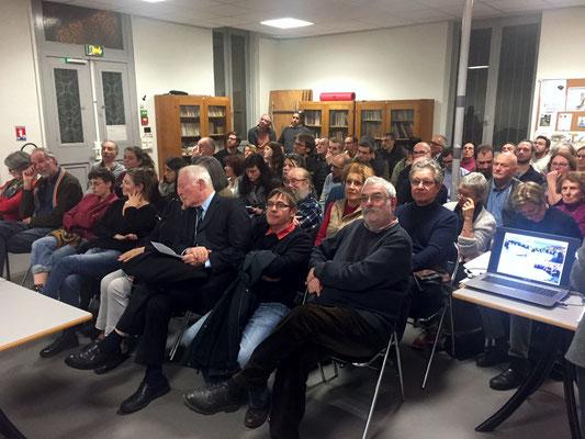 Public nombreux (70 personnes), attentif et discipliné. Tout le monde a pu s'exprimer.