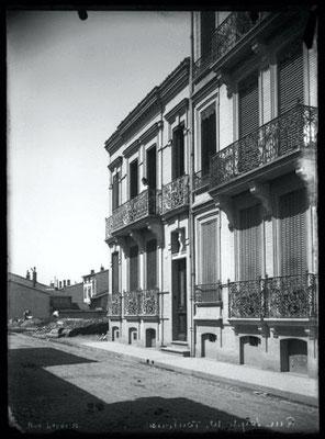 Tout à côté la rue Leyde (du Commissaire Philippe) avant les constructions autour du carrefour Colomb