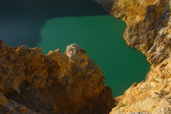 Er zijn drie kratermeren met elk een afzonderlijke kleur afhankelijk van stand van de zon