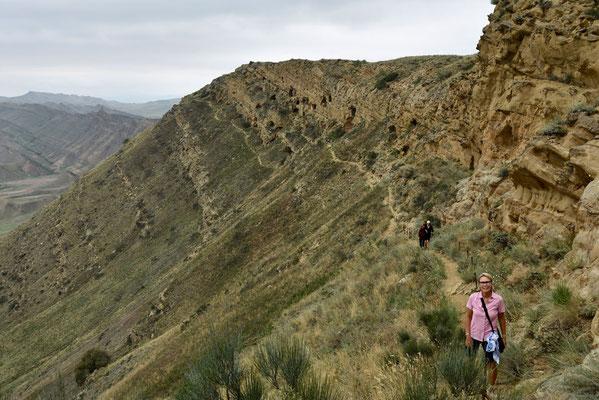Rondom de cave monastery kan je een mooie wandeling maken met zicht op het naburige Azerbeidjan