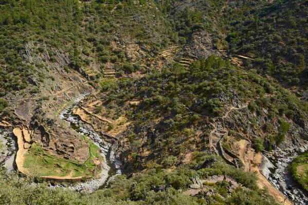 Meanders van de rivier Malvellido op de weg naar el Gasco