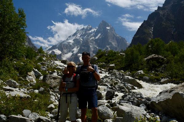 Op 3250 m hoogte met Mount Ushba op de achtergrond
