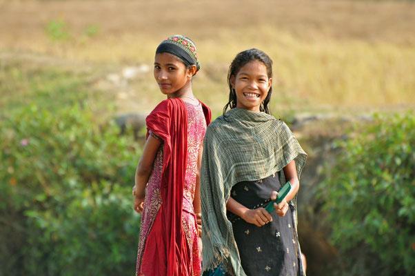 twee meisjes op het...land