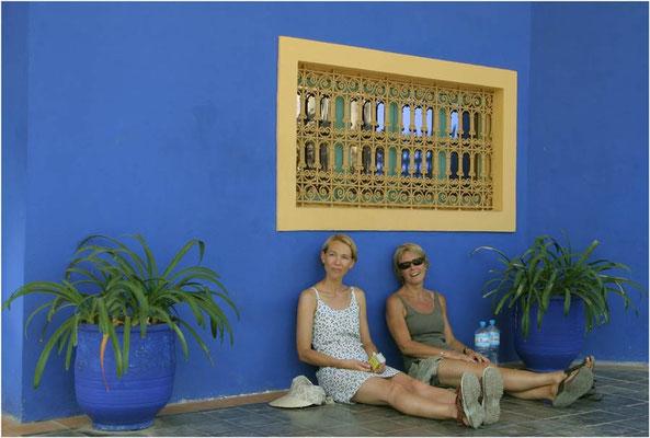 Twee meisjes in de plantentuin van Majorelle