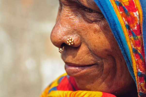 alle bengaalse vrouwen dragen neuspiercings