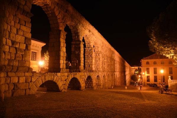 Het aquaduct 's avonds