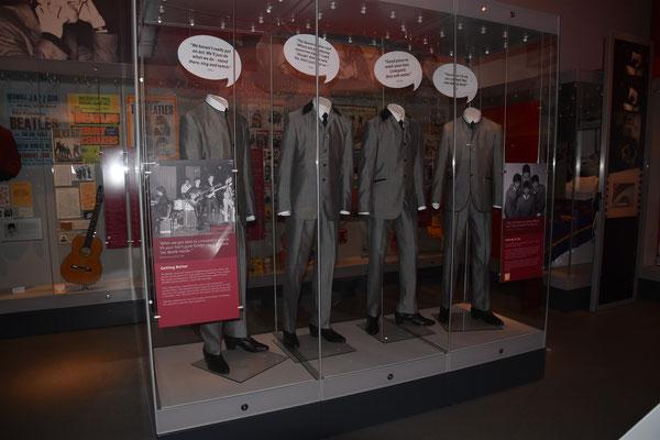 Kostuum van de Beatles te bezichtigen in het Liverpool museum