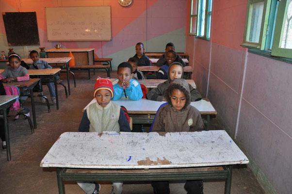 Het niet-verwarmde klaslokaal van het tweede leerjaar