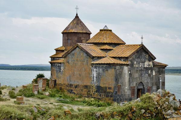 Ook dit klooster kleurt oranje omwille van de mossen die hier al eeuwen op groeien