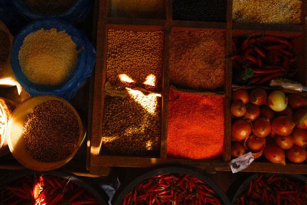 Kleurschakeringen op een lokale markt