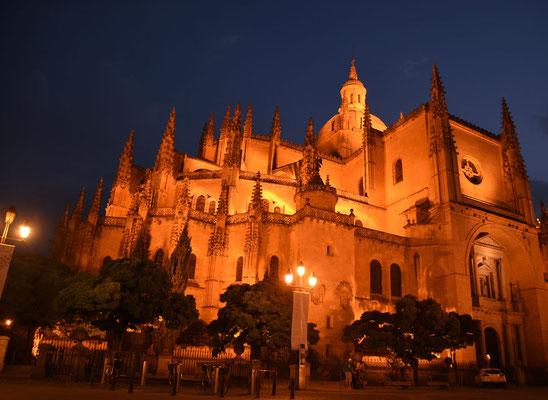 De verlichte kathedraal de 'Santa Maria de Segovia'