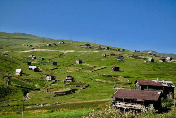 Het dorp bovenop Goderzi-pass