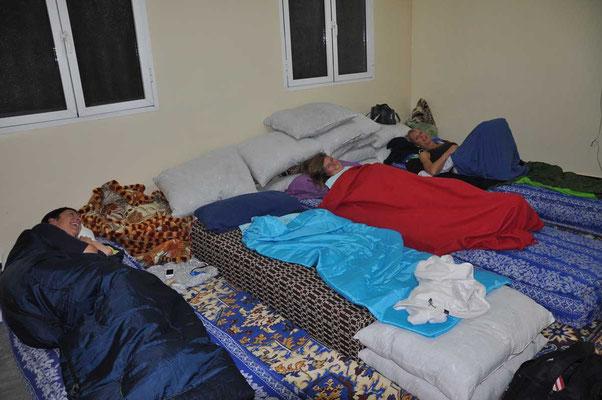 Slapen bij de onderwijzers in Tinjedad