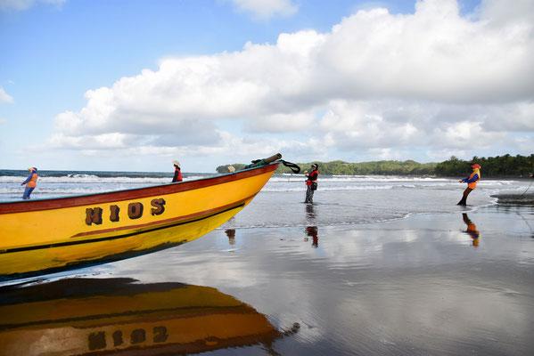 Het strand van Batukaras