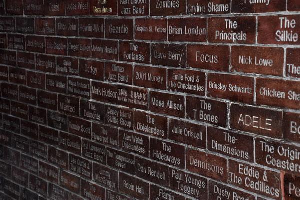 Namen van zangers en groepen die ooit optraden in 'The Cavern Pub'