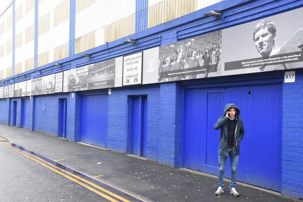 De zijkant van het stadion met de 'timeline' van Everton