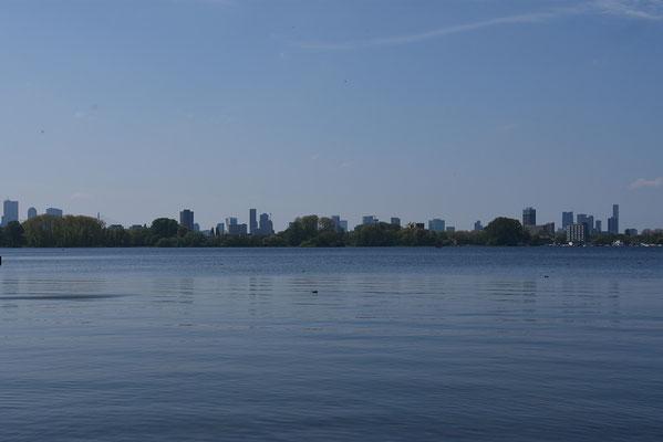 De 'Kralingse Plas' met zicht op de Skyline