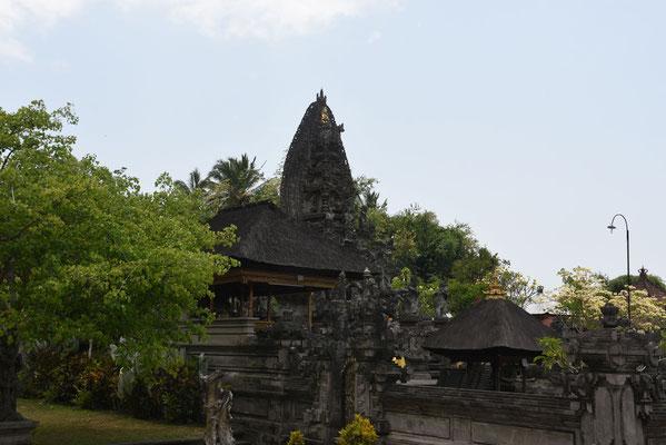 Eén van de vele honderden tempels op Bali