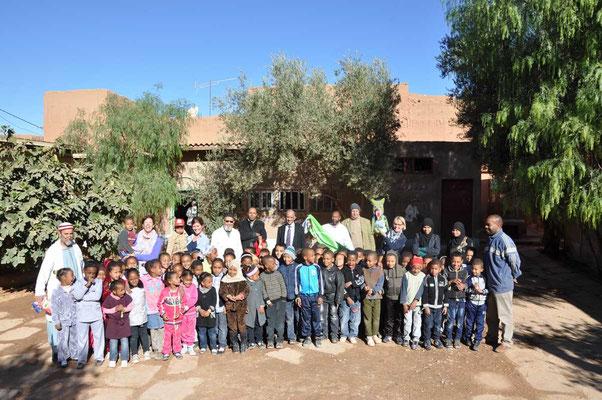 Afscheidsfoto op 'l'école rural de Tighfert'