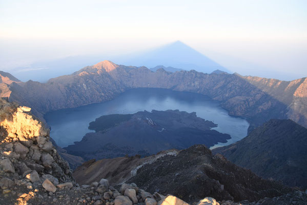 Sunrise boven Gunung Rinjani (3726 m)
