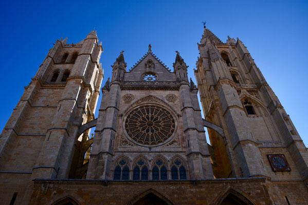 De trekpleister van Leon: de gotische kathedraal met de prachtig versierde facade met rozet