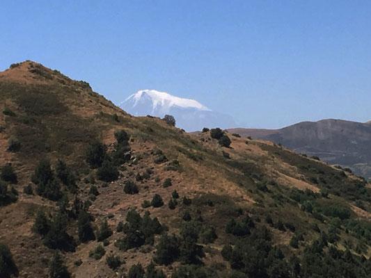 De wandeling naar Havuts Tar met op de achtergrond de berg Ararat