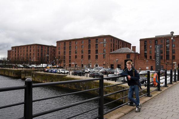 Anton voor het 'Albert Dock' - Unesco Werelderfgoed