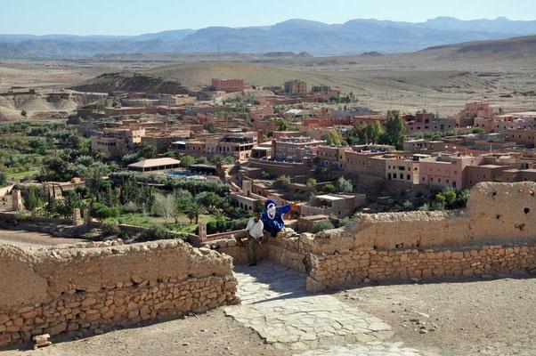 De omgeving en aanpalende huizen bij de kasbah van Aït Ben Haddou