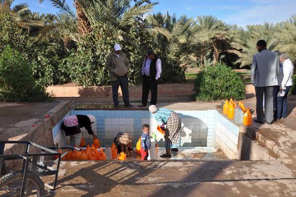 Lokale mensen komen hier nog water putten