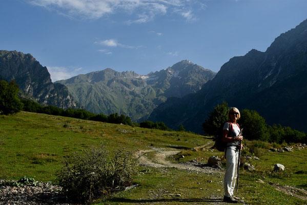 Op weg naar Ushba-glacier