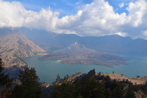 De nieuwgevormde kratermond in het kratermeer van Gunung Rinjani